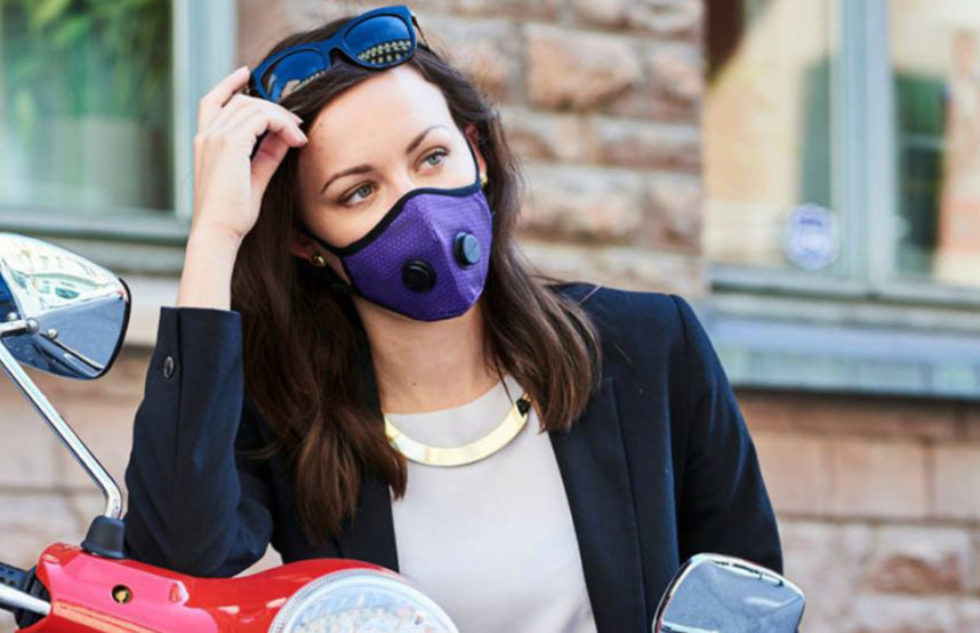 airinum-anti-pollution-mask-girl-on-vespa